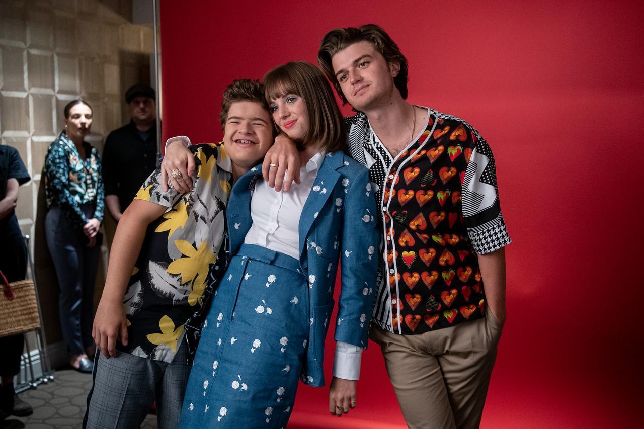 画像: 実際は仲がいいジョー(右)とマヤ(中央)と子役たち