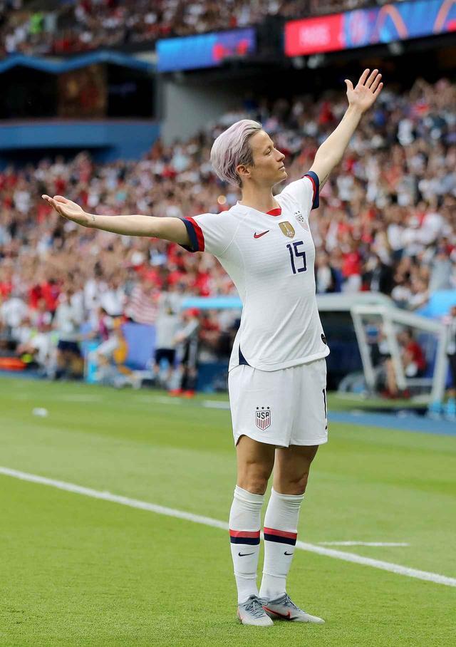 画像2: ザックがサッカー女子ワールドカップに夢中