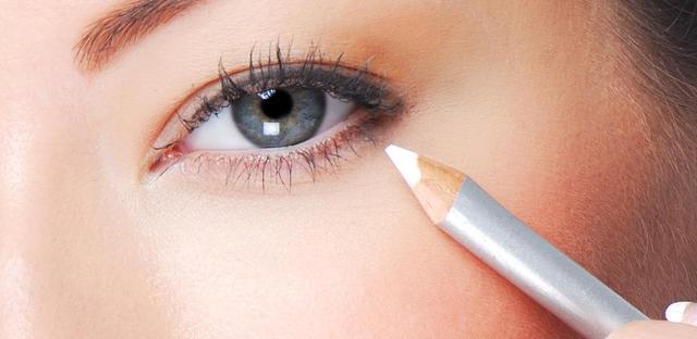 画像: 目元がクールにオシャレになる、トレンドの「ホワイト・アイメイク」がかわいい♡