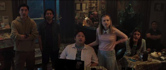 画像: YouTube/Sony Pictures Entertainment 一番右にいるのがザック。