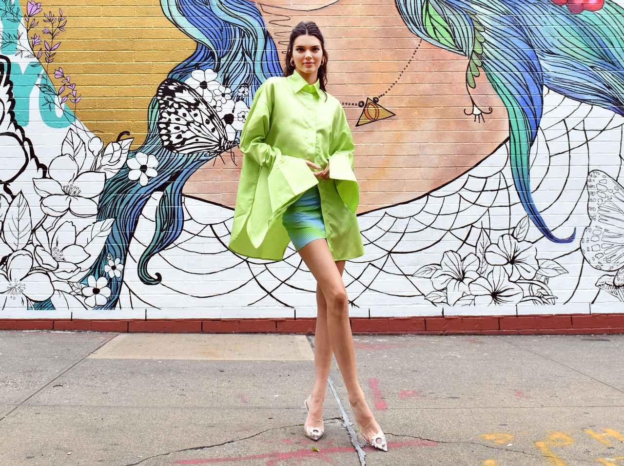 画像: ケンダル・ジェンナー、SNSで大流行中のチャレンジに挑戦して「さすがモデル」な結果に