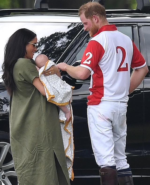 画像: パパであるヘンリー王子もメーガン妃とともに育児に尽力。