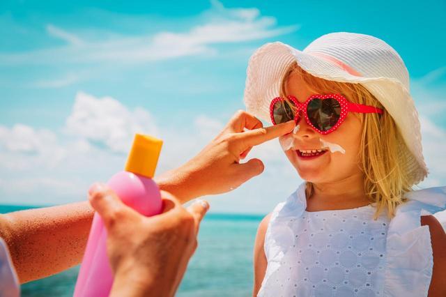 画像: 子供用と大人用、日焼け止めは使い分けるべき?
