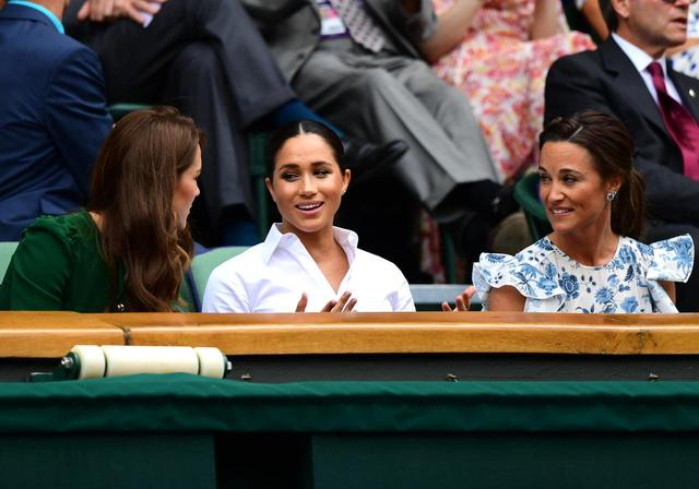 画像1: 初!キャサリン妃、メーガン妃、ピッパ・ミドルトンが3ショットを披露、親友のテニス観戦で