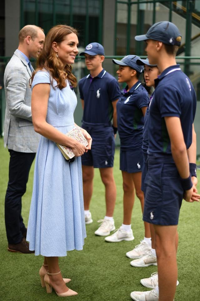"""画像5: キャサリン妃、ウィリアム王子との""""デート""""に「8千円」のヒールを着用"""