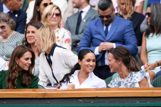 画像2: 初!キャサリン妃、メーガン妃、ピッパ・ミドルトンが3ショットを披露、親友のテニス観戦で
