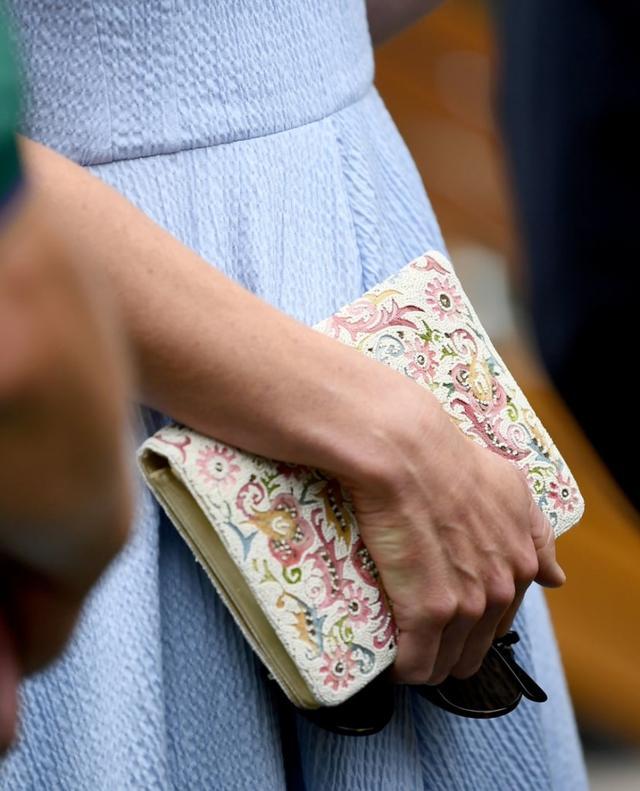 """画像2: キャサリン妃、ウィリアム王子との""""デート""""に「8千円」のヒールを着用"""