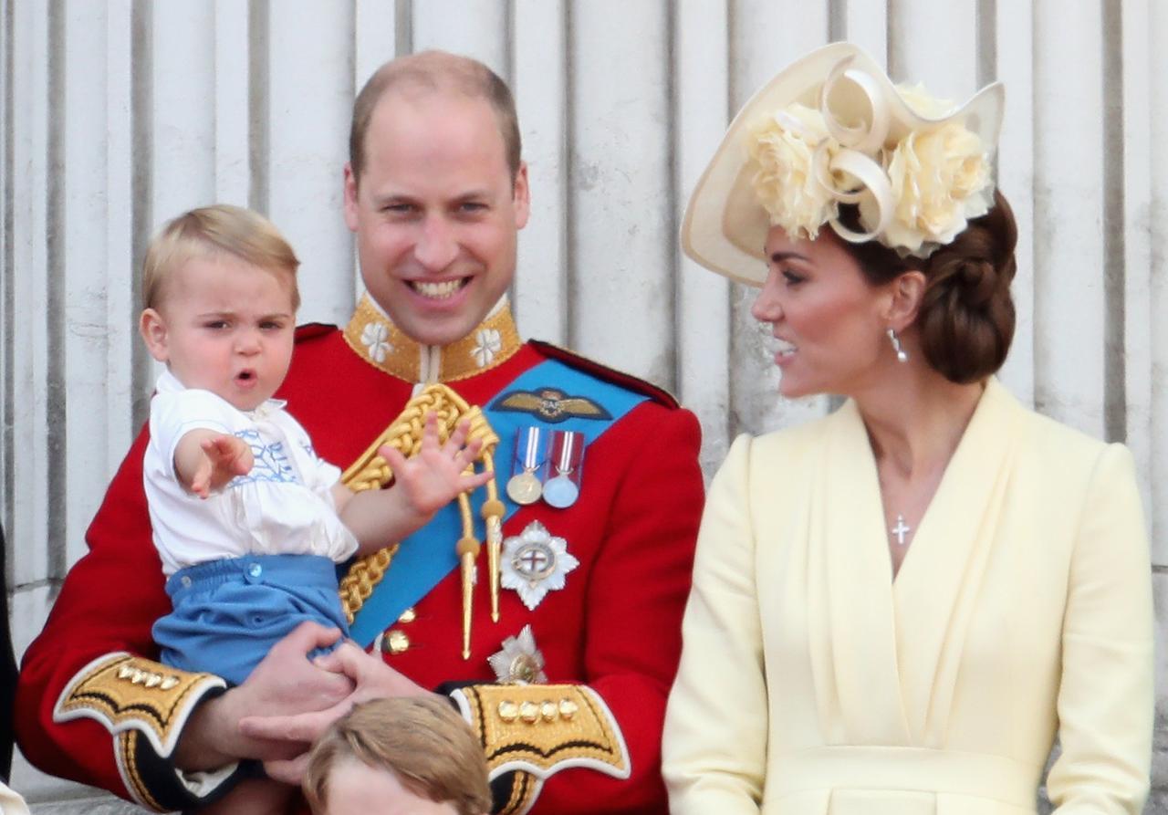 画像1: ルイ王子、1歳にして「あのスニーカー」をテニス界の巨匠から直々にもらう