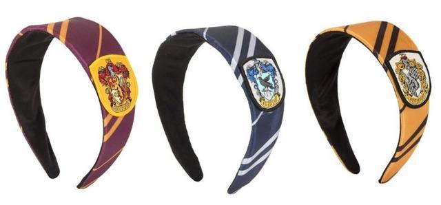 画像: 左から:「グリフィンドール」、「レイブンクロー」、「ハッフルパフ」にインスパイアされたカチューシャ。 www.spencersonline.com