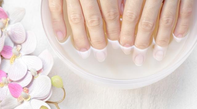 画像2: 黄ばんでしまった爪のケア