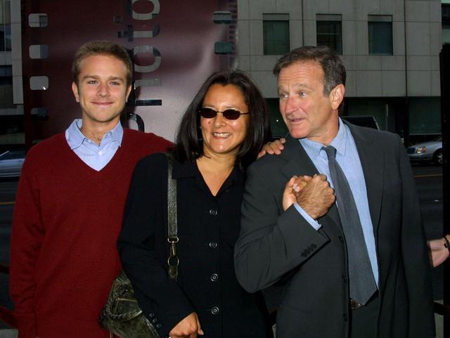 画像: ザック、ロビンの元妻マーシャ、ロビン