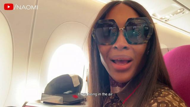 画像: ナオミ・キャンベル、飛行機の中でとる行動がナオミ・キャンベルらしい
