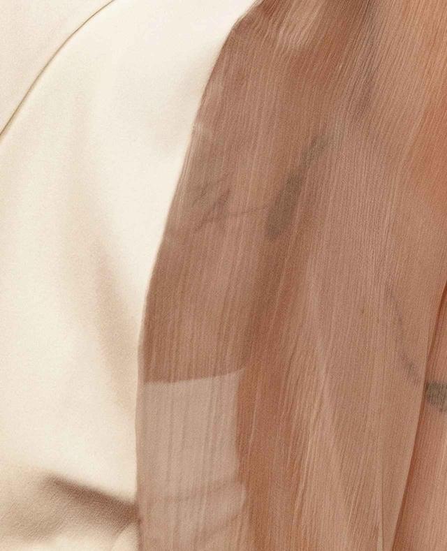 画像2: カーラも恋人のタトゥーをゲット