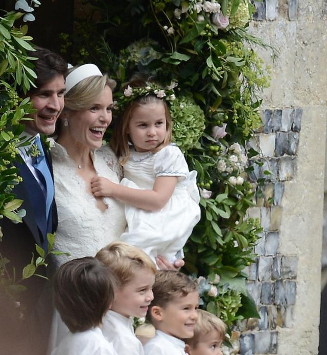 画像: シャーロット王女はソフィーと夫ロバートの結婚式でフラワーガールを務めた。