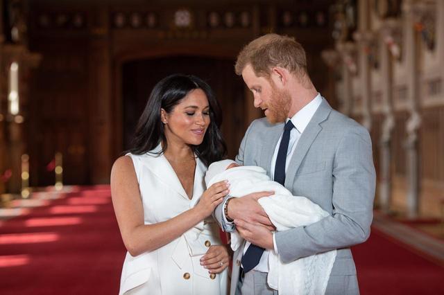 画像1: パパになったヘンリー王子