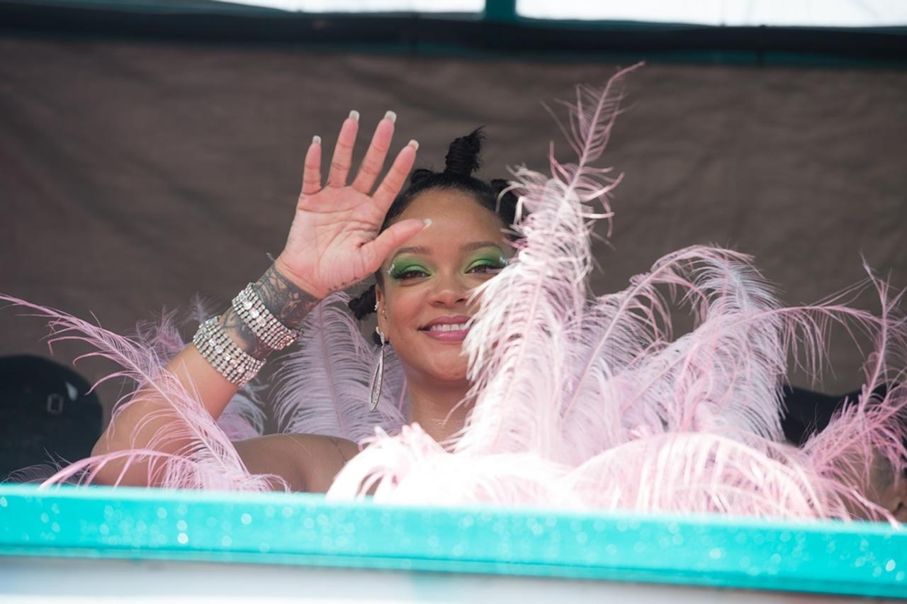 Images : 7番目の画像 - リアーナ、恒例の収穫祭に出席!18禁レベルの衣装が注目されるが今年は? - フロントロウ -海外セレブ情報を発信