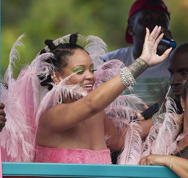 画像4: リアーナが久々に収穫祭に登場