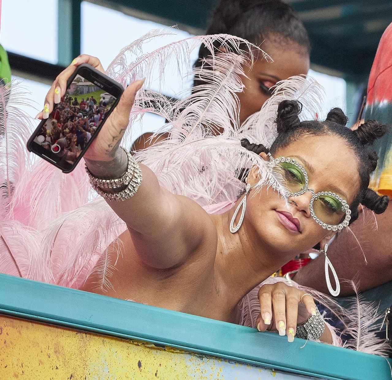 Images : 12番目の画像 - リアーナ、恒例の収穫祭に出席!18禁レベルの衣装が注目されるが今年は? - フロントロウ -海外セレブ情報を発信