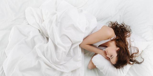 画像1: 休日は時間の許す限り「寝る」!