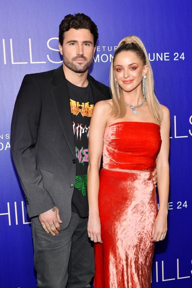 画像: ケンダル&カイリー・ジェンナー姉妹の異母兄であるブロディ・ジェンナー(写真左)と事実婚していたケイトリンは、6月から始まった人気リアリティ番組『The Hills(ヒルズ)』のリブート版『The Hills: New Beginnings(ザ・ヒルズ:ニュー・ビギニングス)』に出演。ケイトリンも5年間交際していたブロディと8月に別れたばかり。