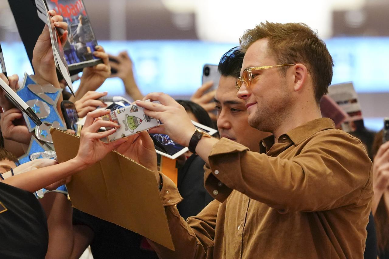 画像3: 日本製のサングラスでファンの前に登場