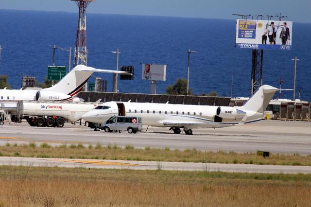画像: イタリア・シチリア島で行なわれたGoogle Campの会場付近の空港に乗りつけたプライベートジェット機。