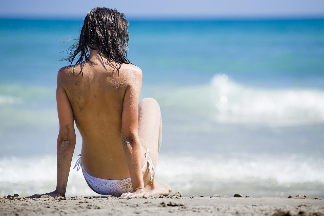 画像: 女性にだけ許されない上半身裸