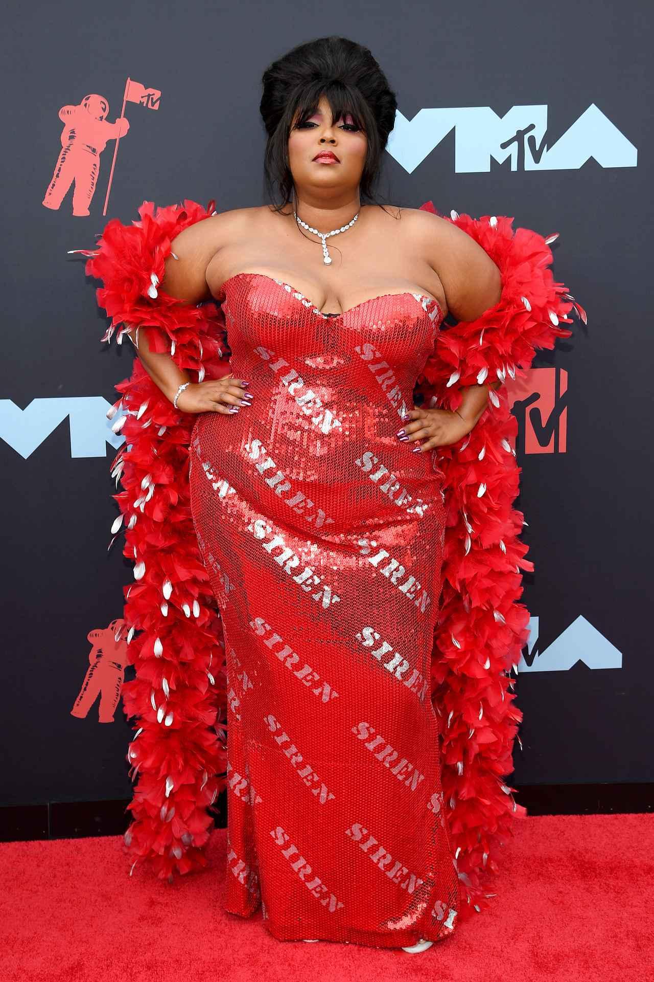 画像2: VMAではお馴染みのド派手な衣装が今年も健在