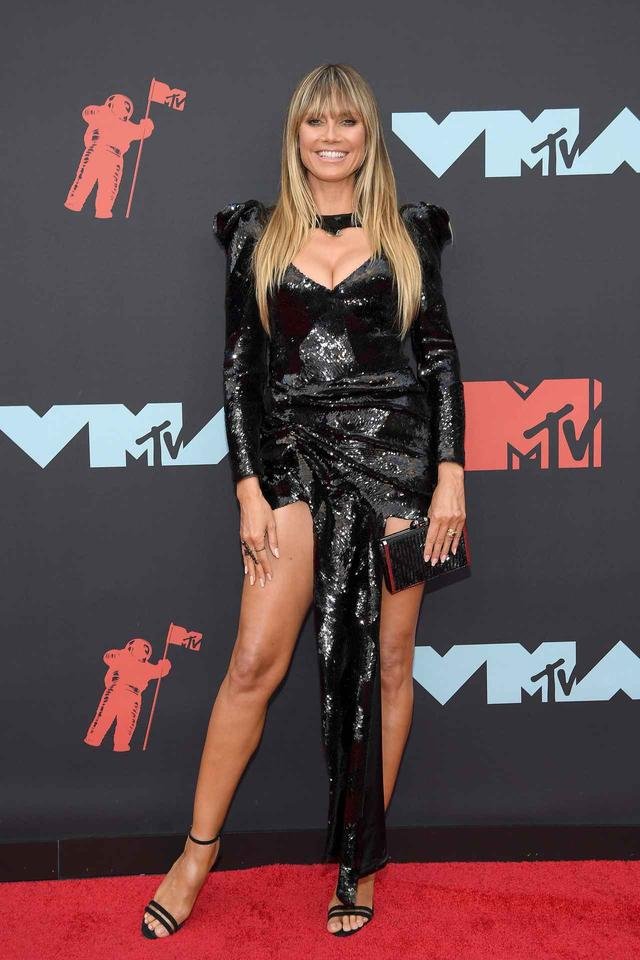 画像4: VMAではお馴染みのド派手な衣装が今年も健在