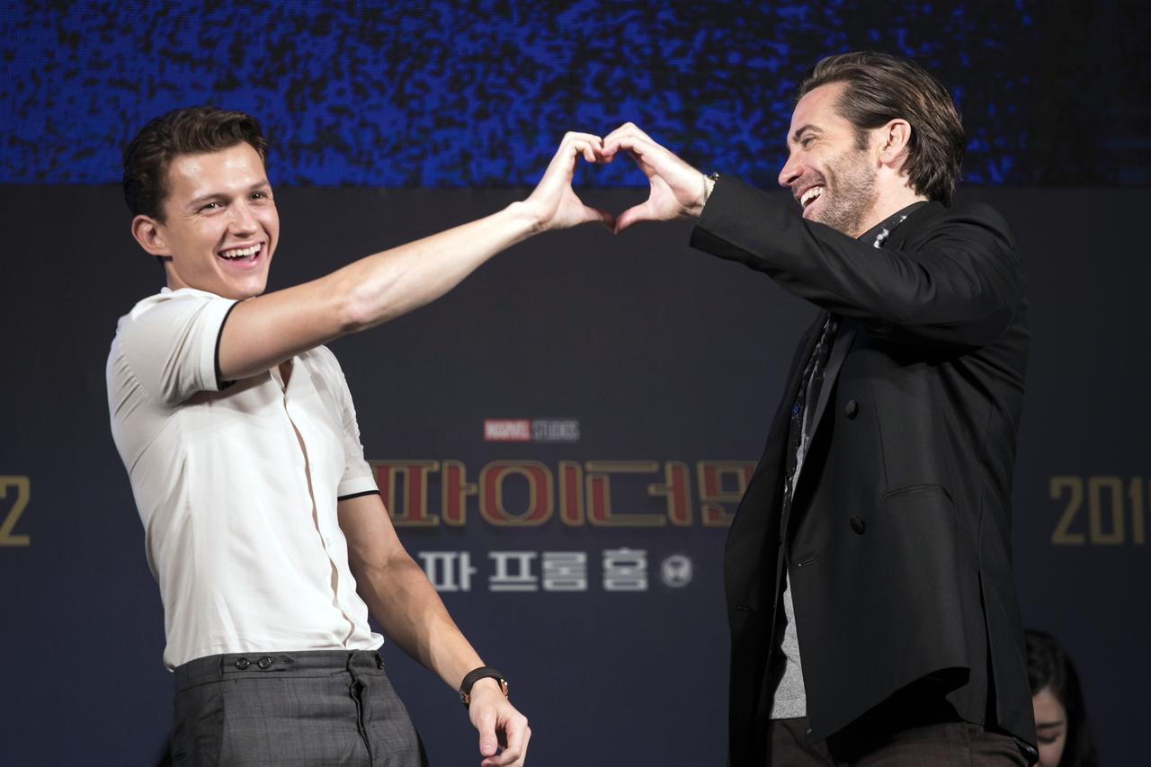 画像: 『スパイダーマン:ファー・フロム・ホーム』で共演したジェイク・ジレンホールとの2ショット。