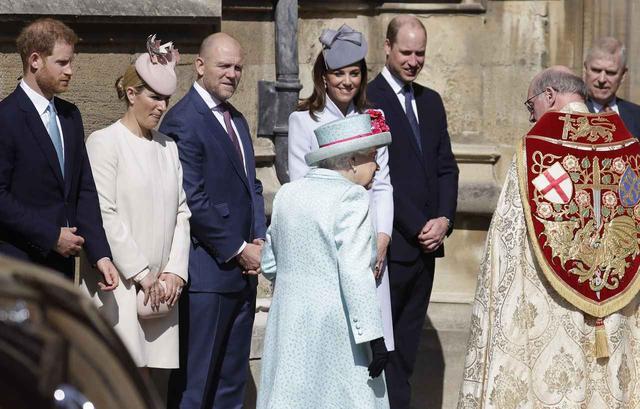 画像: 左からヘンリー王子、ザラ・ティンダル、マイク・ティンダル、キャサリン妃、ウィリアム王子。