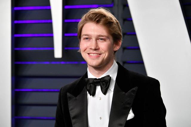 画像: 恋人のジョー・アルウィン。アカデミー賞受賞作品の映画『女王陛下のお気に入り』などの話題作に出演する実力派若手俳優。