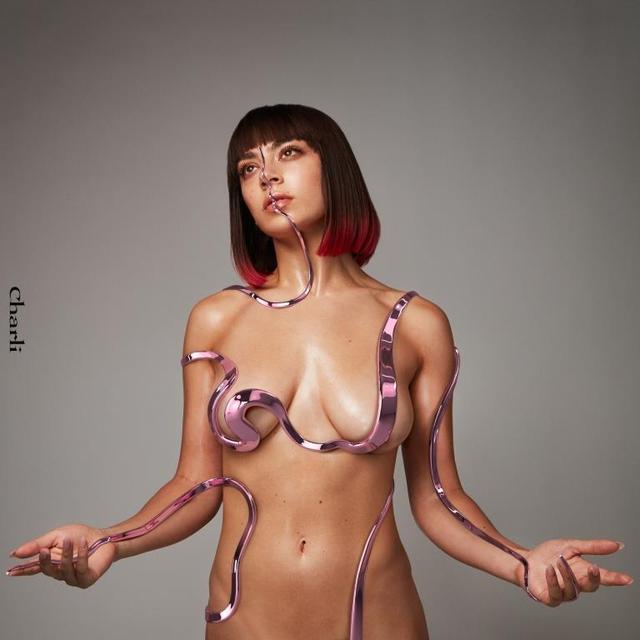 画像1: ガールポップ歌姫チャーリーXCX、5年ぶりの新作!「彼女だから作れた」新作のテーマとは?
