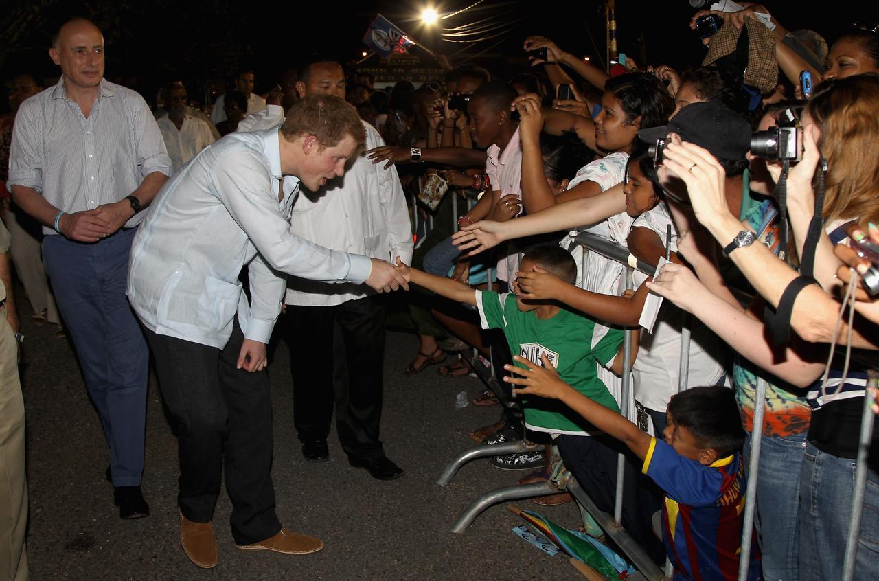 画像: ヘンリー王子、7歳の少年と衝撃の出会い