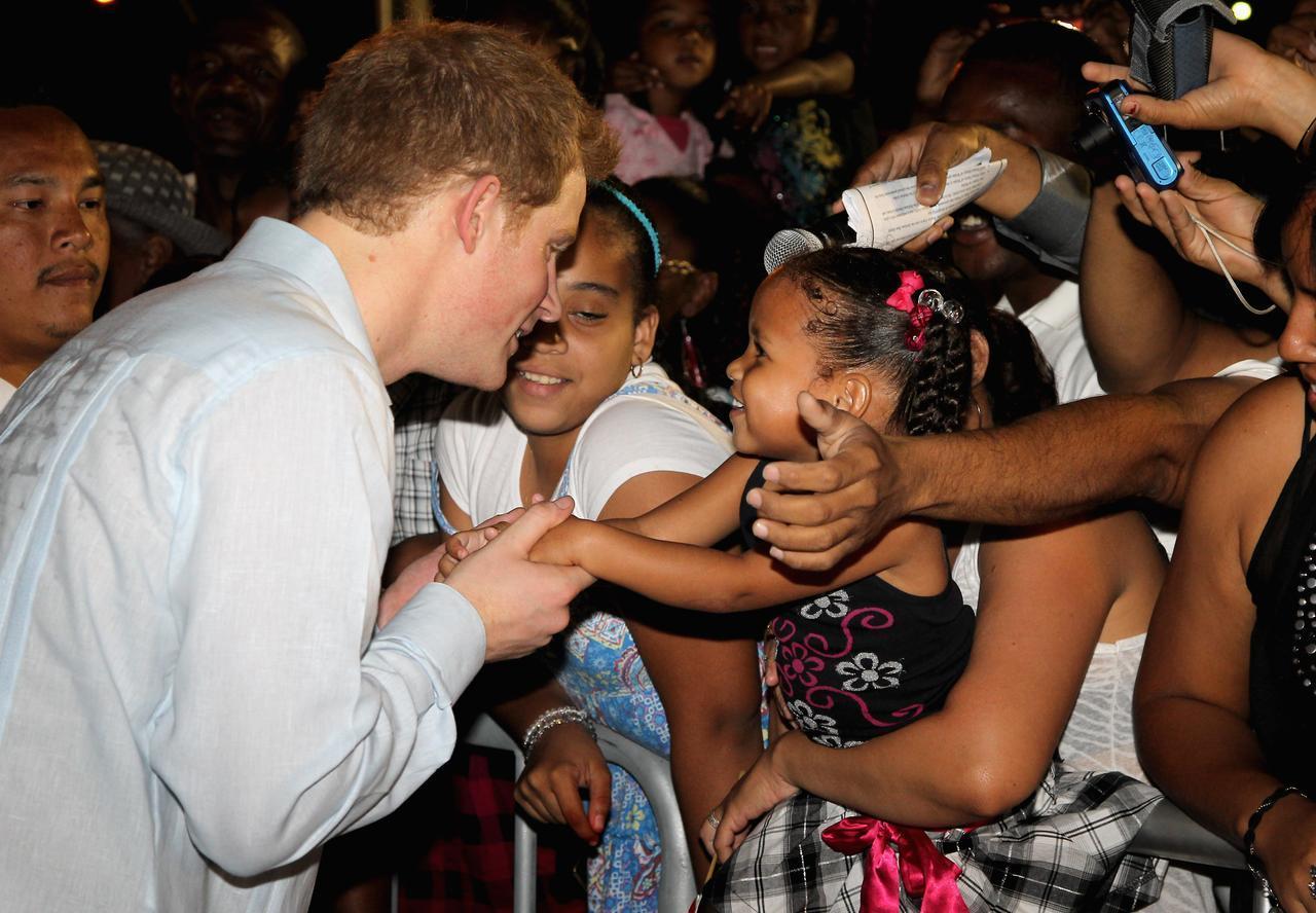 画像: 2012年にカリブ海に面する国ベリーズを訪れた際のヘンリー王子。