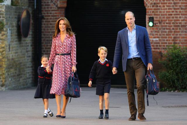 画像1: キャサリン妃と色違いのドレスはどこで買える?