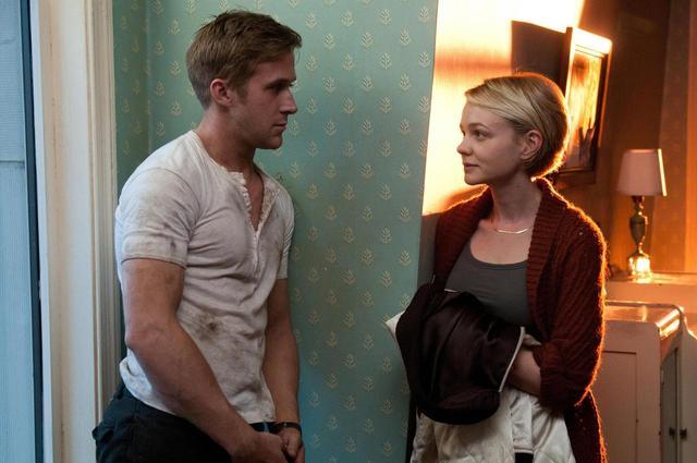 画像: 映画『ドライヴ』で主人公のドライバーを演じたライアン・ゴズリング(左)と、アイリーン役のキャリー・マリガン。