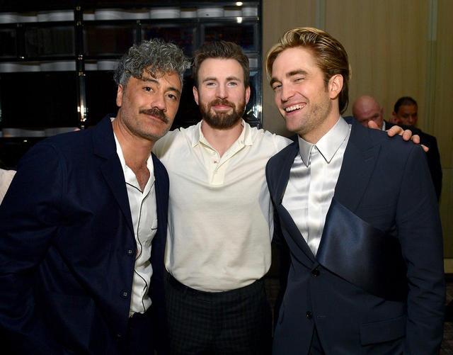 画像: 左からタイカ・ワイティティ監督、クリス、ロバート。