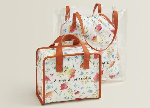 画像: PVCトートバッグオレンジ ¥4,990(税込) / ハンドバッグオレンジ ¥3,990(税込)