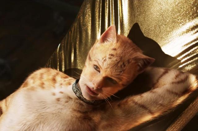 画像: シンガーのテイラー・スウィフトが演じる、セクシーなメス猫のボンバルリーナ。 www.youtube.com