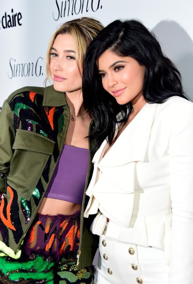 画像: ヘイリーとカイリー。2016年のファッション誌Marie Claireのイベントにて
