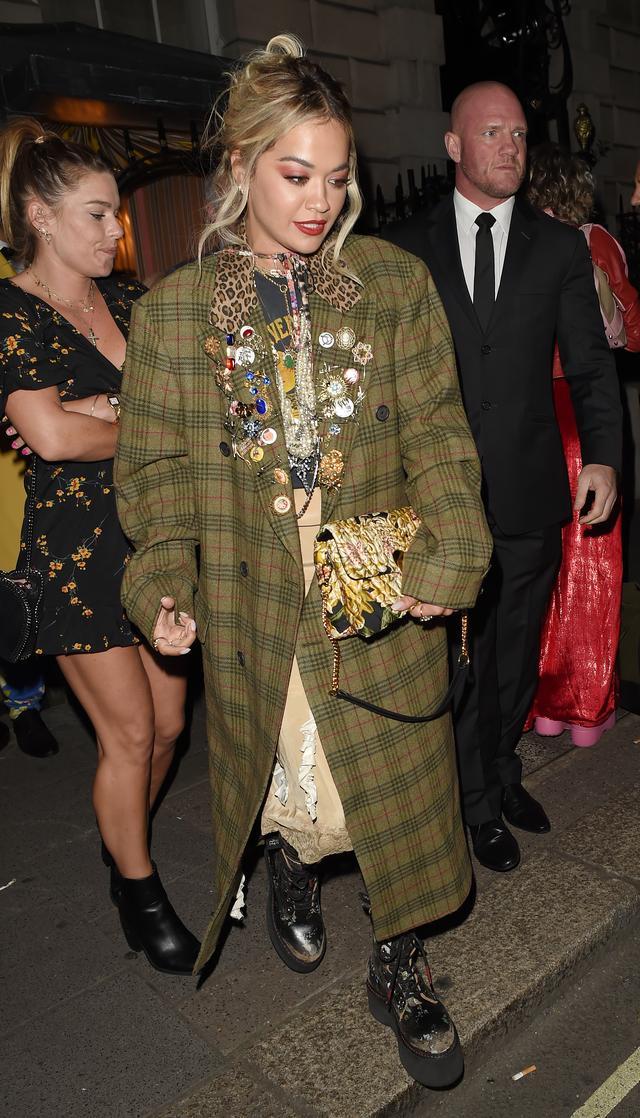 画像2: リタ・オラ、ファッションウィーク中のロンドンで連日の夜遊び