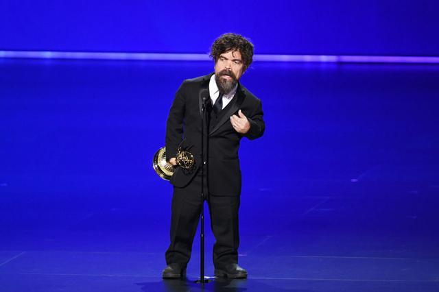 画像: ピーター・ディンクレイジは今回の受賞で、同アワードで助演男優賞を計4回受賞した史上初の俳優となった。