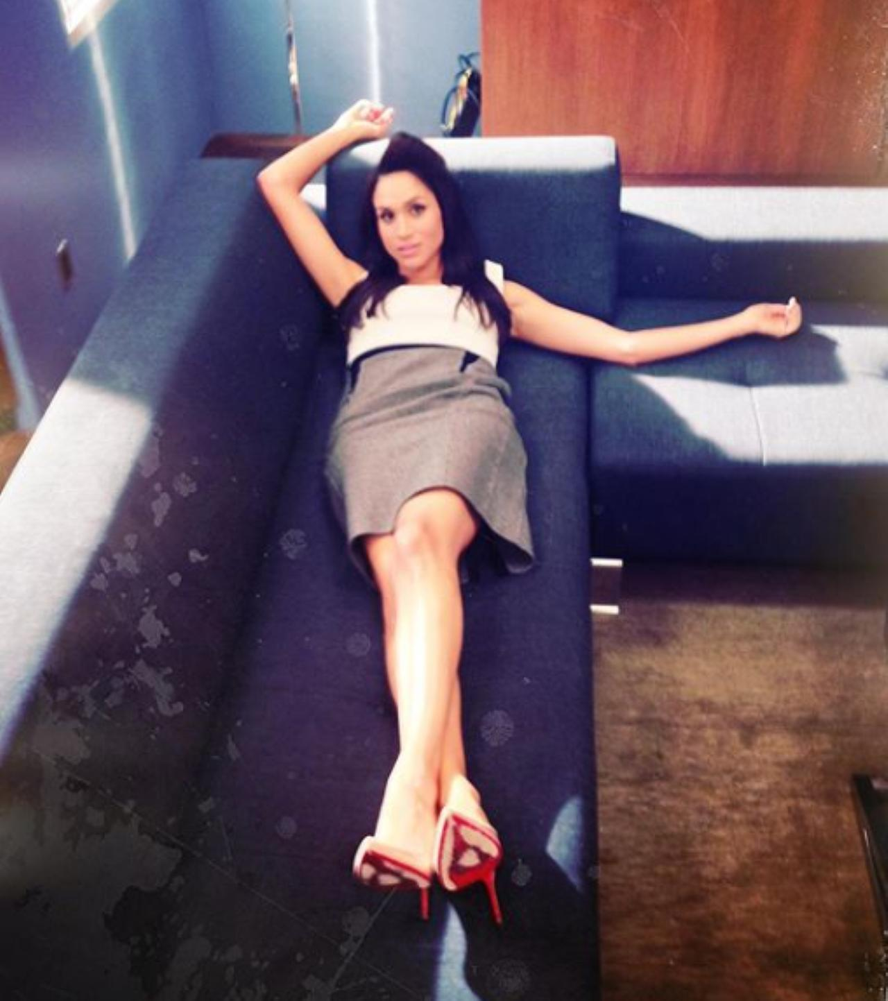 Images : 2番目の画像 - メーガン妃が床に寝っ転がる!バスローブ姿になる!俳優仲間がお宝写真を大量公開 - フロントロウ -海外セレブ情報を発信