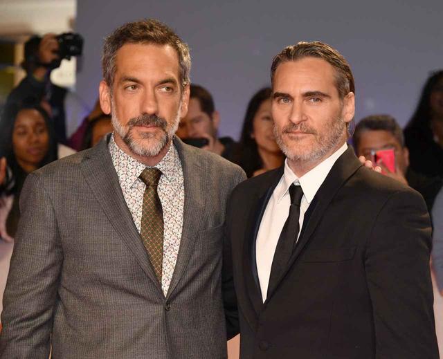 画像: 『ジョーカー』監督トッド・フィリップス(左)と主演ホアキン・フェニックス(右)