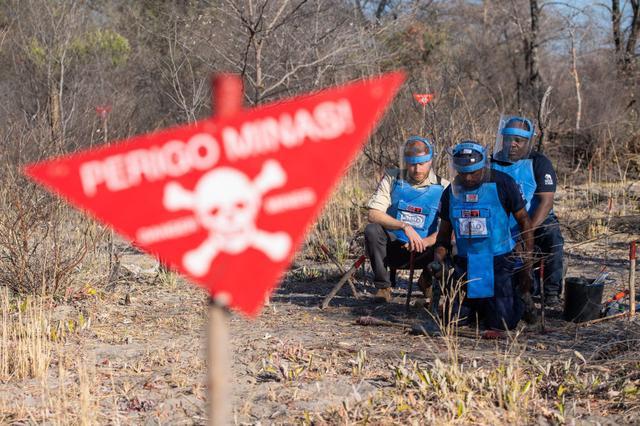 画像: ダイアナ妃の死からほどなくして、対人地雷を全面禁止するオタワ条約が締結。2019年3月の時点で、世界の8割にあたる164ヵ国が加盟している(地雷廃絶日本キャンペーン「JCBL」が発表したデータより)。