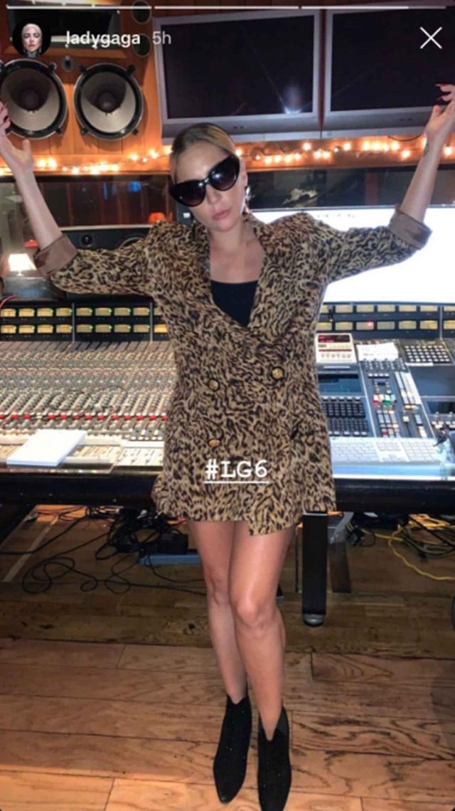 画像: ガガがアルバムを「アデル」と呼ぶ