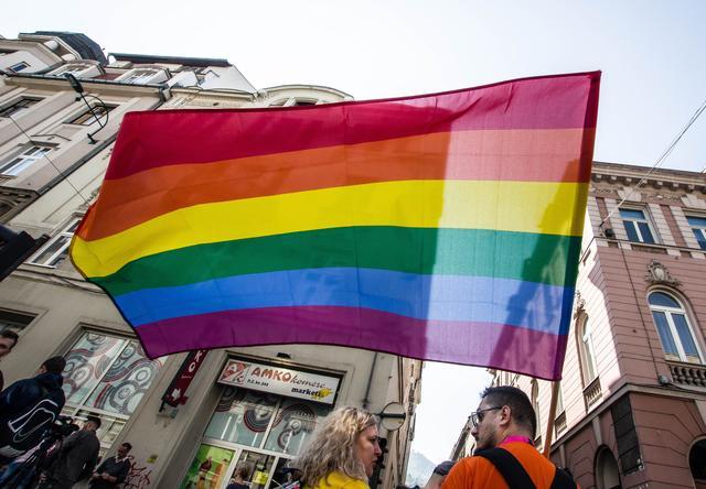 画像1: LGBTQ+アイコンでもある