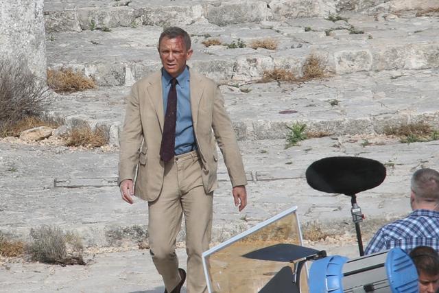 画像: イタリアでの撮影中に顔面血だらけの姿を見せたダニエル。