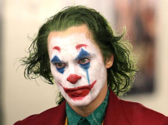 画像2: HAHAHA…悲しみの中笑うジョーカー